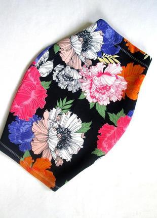 Яркая юбка на высокой талии в цветочный принт