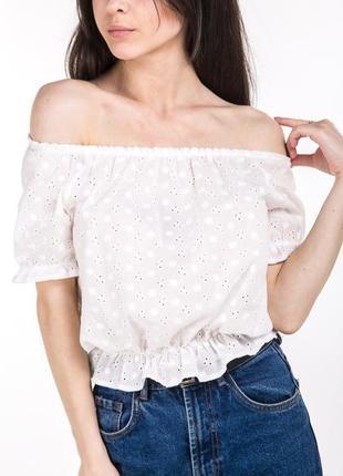 Дышащая летняя укороченная блуза кроп топ с открытыми плечами