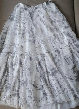 Трендова спідниця в стилі діор і обруч з газетним принтом4 фото