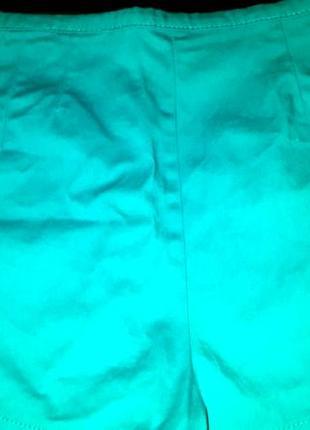 Яркие голубые шортики