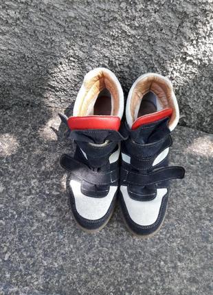Кроссовки на тонкетке