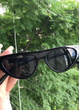 Актуальная модель солнцезащитных очков-кошечки оправа чёрные