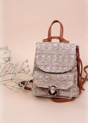 e03f2ea2af60 Соломенный рюкзачок из эко-кожи с силиконовым карманчиком карамельного цвета