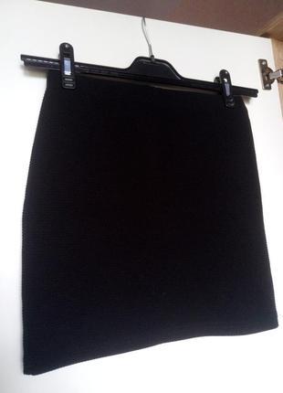 Узкая черная мини-юбка