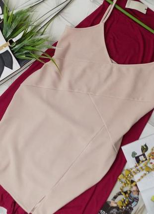 Нарядное платье на тонких бретелях
