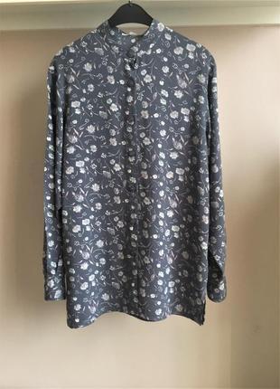 Натуральная,французская рубашка с воротником-стойка.