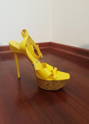 Желтые  лаковые босоножки gianmarco lorenzi