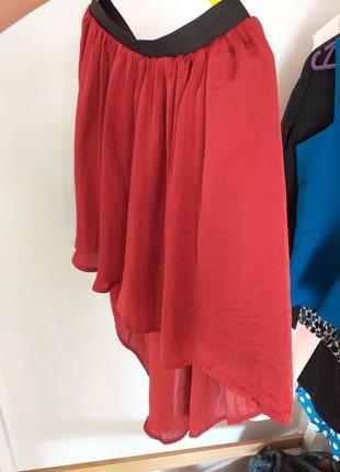 Удлиненная сзади юбка марсала