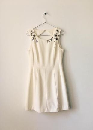 Элегантное кремовое платье с декором из бисера и пайеток h&m короткое приталенное платье