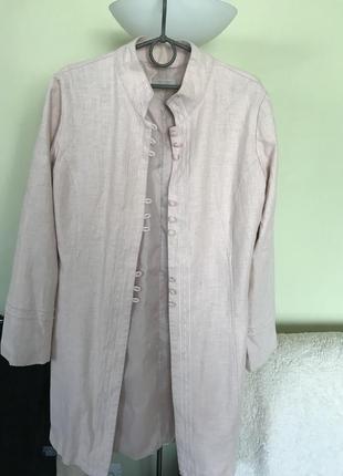 Длинный пиджак в стиле ретро  нежно- розового цвета светлой пудры