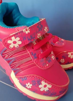 Кроссовки с цветами