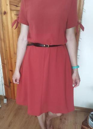 Неймовірна цікава сукня з красивими рукавами.