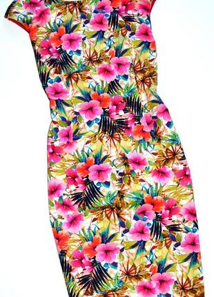 Zara. платье футляр в цветочный принт с v вырезом на спине. л-ка.