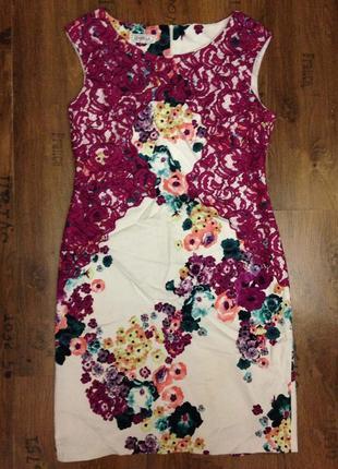 Стильное платье с кружевом и цветами