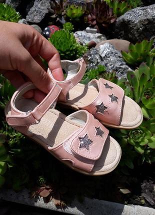 Шикарные пудровые босоножки с серебристыми звездами от lupilu2 фото