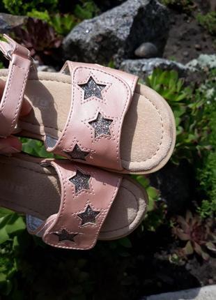 Шикарные пудровые босоножки с серебристыми звездами от lupilu4 фото