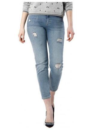 Светло-голубые джинсы с потёртостями и дырками colin's