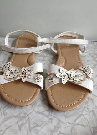 Белые босоножки в стиле zara  на липучках 36 для девочки