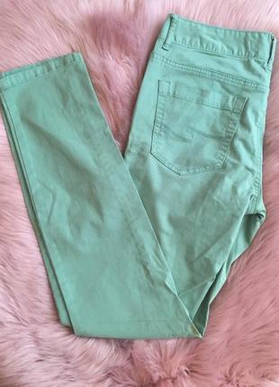 Яркие мятные джинсы на лето, colin's.