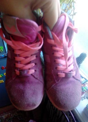 Фирменные кроссовки next