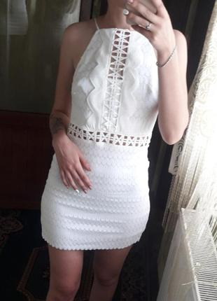 Короткое белое платье сарафан с открытой спиной