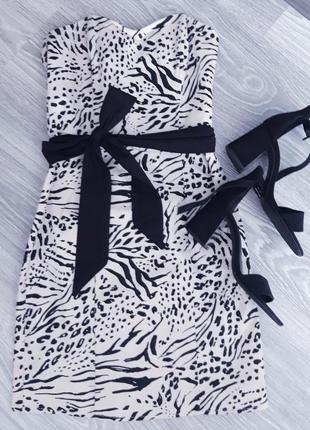 Платье бюстье с черным поясом ,по желанию можно заменить
