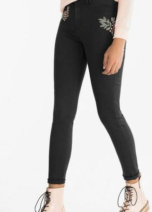 Чёрные стильные джинсы с вышивкой размер xs xxs