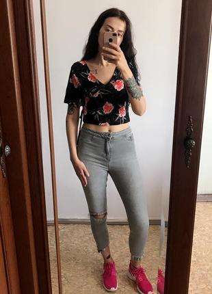 Классная чёрная кофта блуза джемпер с цветами. р. м