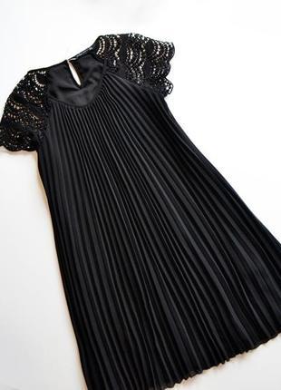 Оригинальное черное кружевное платье плиссе zara