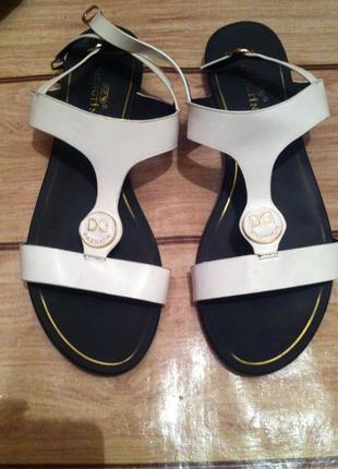 Летние белые босоножки сандалии без каблука