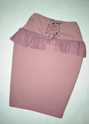 Пудровая юбка карандаш с воланами и шнуровкой корсет