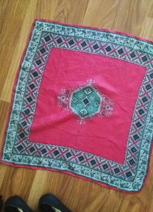 Красный шелковый платок платочек с орнаментом бандана