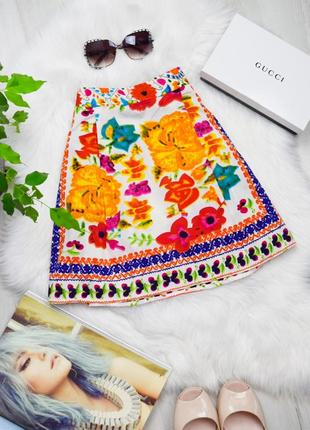 Нежная цветочная атласная мини юбка