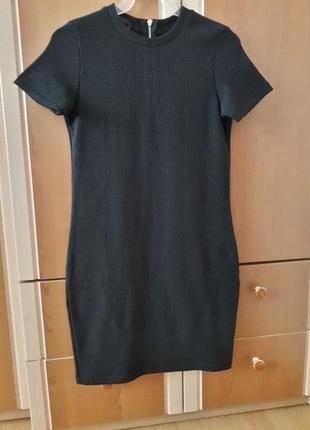 Чорна сукня в рубчик