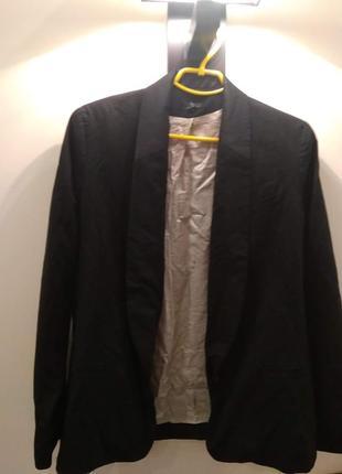 Стильный пиджак с атласом