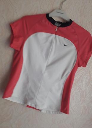 Брендовая спортивная футболка nike размера s,m