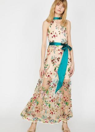 Очень красивое платье с  чокером с вышитыми цветами