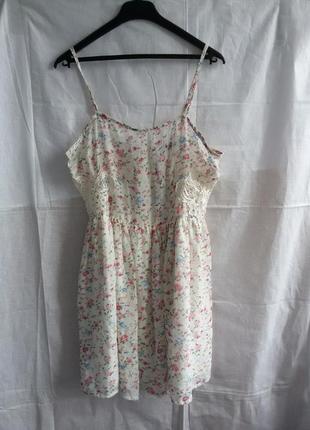 Стильне плаття в принт з кружевом