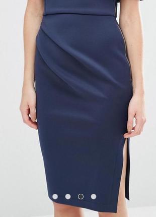 Оригинальное брендовое платье по плечам из неопрена с разрезом на молнии2 фото