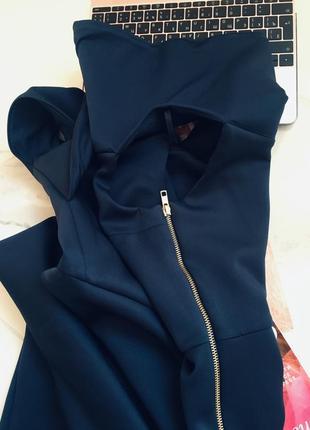 Оригинальное брендовое платье по плечам из неопрена с разрезом на молнии6 фото