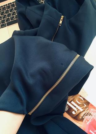 Оригинальное брендовое платье по плечам из неопрена с разрезом на молнии8 фото