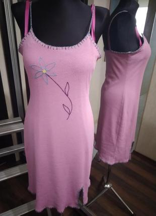 Трикотажное платье в бельевом стиле с элементами ручной работы