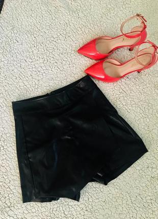 Кожаная юбка-шорты