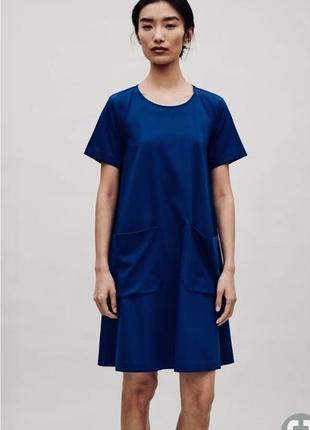Тёмно-синее платье от cos с накладными карманами