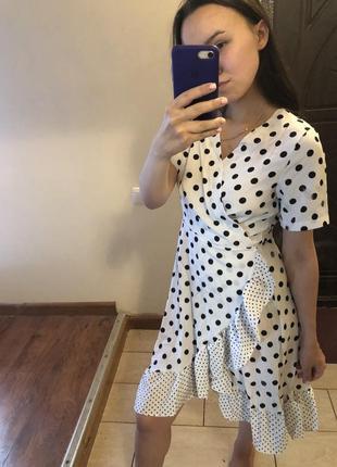 Платье в горошек на запах