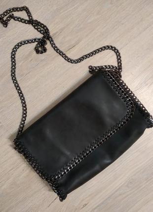 Стильная сумка из мягусенькой эко-кожи черная на цепочке