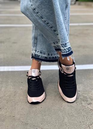 Женские кожаные кроссовки чёрные пудра