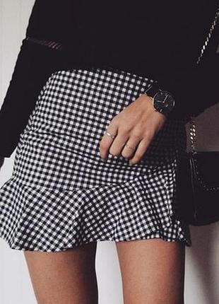 Трендовая юбка с имитацией запаха и воланами.boohoo