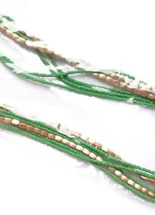 Простое зеленое ожерелье из бисера
