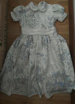 Очень нарядное платье для девочки, с подъюбочником